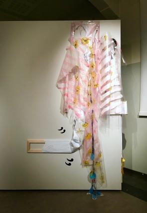 Karanneet kuva-aiheet, akryyli muoville ja paperille, puu, kontaktimuovi, 200x150x30, 2019